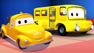 Odtahový vůz Tom a Školní autobus Město aut | Animák z prostředí staveniště s auty a nákladními vozy