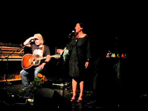 Maria Doyle Kennedy & Kieran Kennedy  04. Storms are on the Ocean  Olomouc 2011