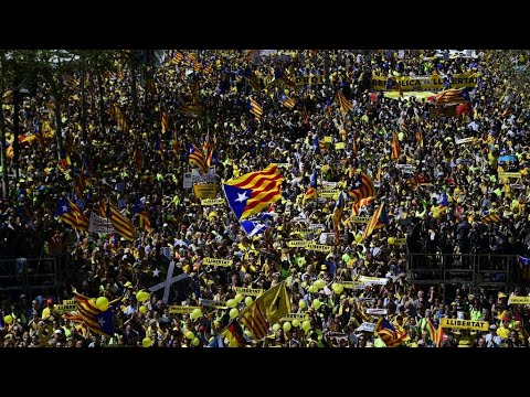 Spain: Thousands protest in Barcelona against jailing of pro-Catalonia separatists