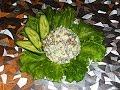Салат с кальмарами салат с кальмарами свежим огурцом горошком и яйцами