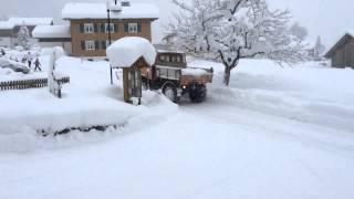 Unimog mit Schneefräse in Schoppernau