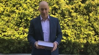 Дмитрий Гордон читает стихи Евгения Евтушенко