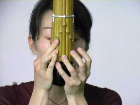 Naomi Sato demonstrates the sho