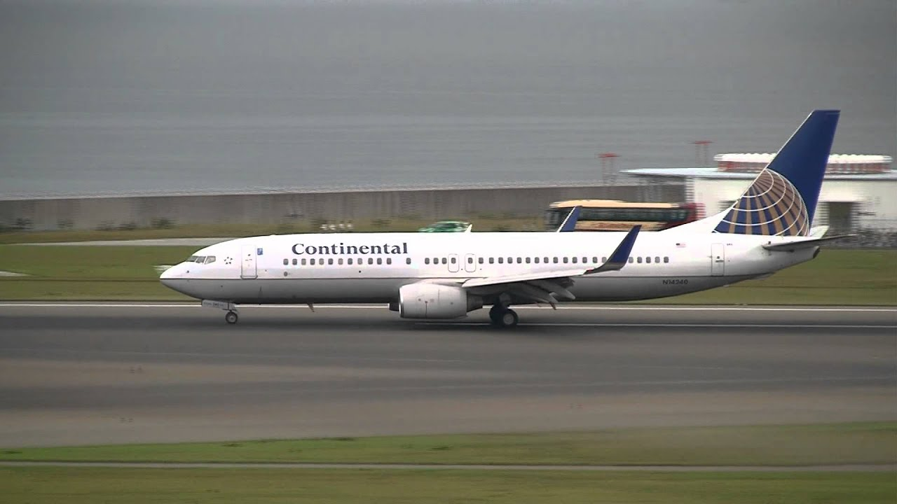 Continental Airlines & United Airlines Boeing 737-800 at ...