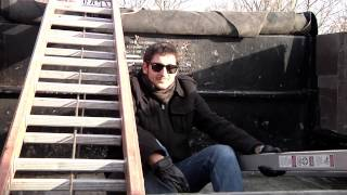 Fug on the Rooftop: S*D's Christmas Banner Prank