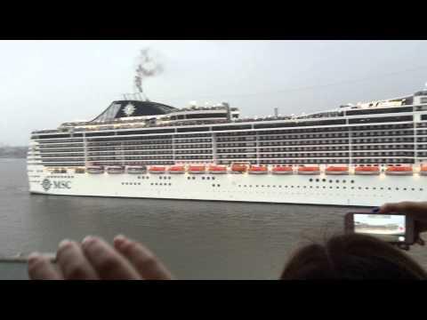 Hamburg Cruise Days 2015 - MSC Splendida Auslauf mit Hornkonzert Schiffshorn