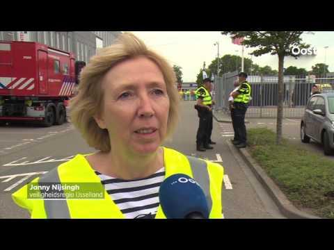 Drone laat zogenaamd een bom ontploffen in stadion PEC Zwolle