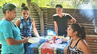 Nuestra MADRE Les Enseña A Cosinar a Las CHICAS 2/3 thumbnail