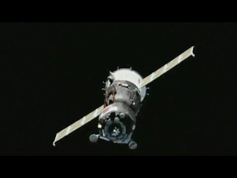 """Пилотируемый корабль """"Союз МС-14"""" с роботом """"Федором"""" на борту не удалось пристыковать к МКС."""