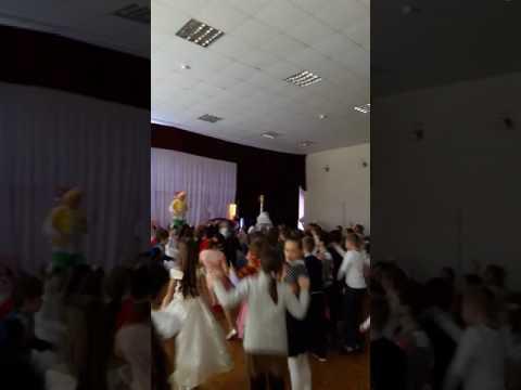 Вопрос: Как танцевать на школьной дискотеке в старших классах?