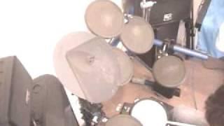 初めて歌入り撮りをやってみました。ドラムにエフェクターを付けたら凄...