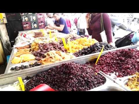 בדרך לעזורה בשוק מחנה יהודה, ירושלים ביום שישי - הכי חוויה ישראלית בעיר