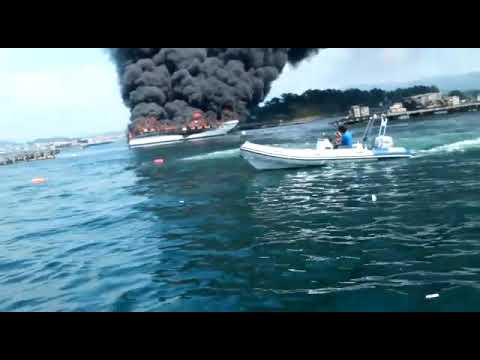 Vídeo: El catamarán, envuelto en llamas