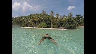 Gambar cover Island hopping in Indonesia // Sumatra & Java