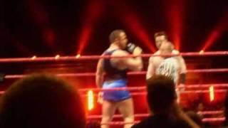 Santino Marella parle français et se moque de Sheamus, WWE Raw Lyon, novembre 2009