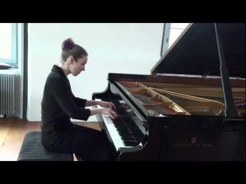 Luisa Splett performs Mozart: Klaviersonate KV 331 A-Dur