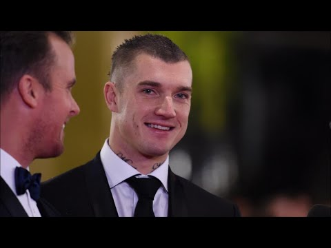 Brownlow Medal 2017: Follow the count live as Dustin Martin chases footy history