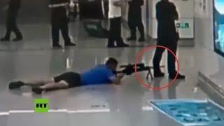 Francotirador abate a un secuestrador disparando entre las piernas de un policía