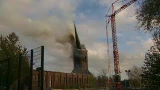 Kerk brand Hoogmade Grote toren valt om