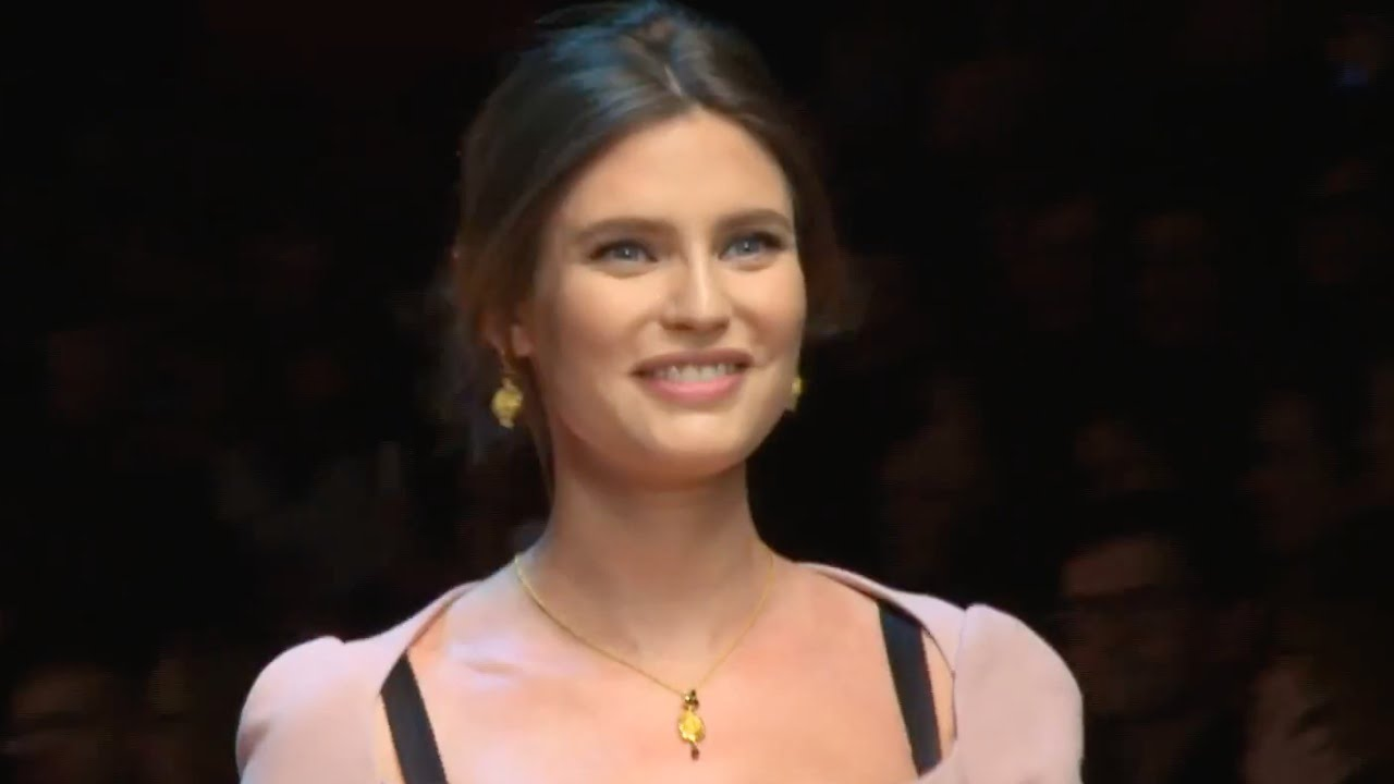 d82de99fa454 DOLCE   GABBANA Women Fashion Show Fall Winter 2015 2016 HD - YouTube