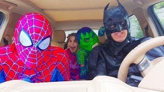 Superheroes dancing in a car - Kids Fun Story