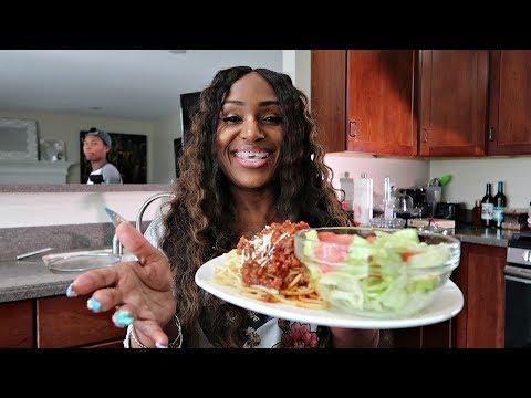 Homemade Spaghetti, Salad and Garlic Cheese Texas Toast Vlog