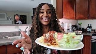 Video Homemade Spaghetti, Salad and Garlic Cheese Texas Toast Vlog download MP3, 3GP, MP4, WEBM, AVI, FLV Agustus 2018