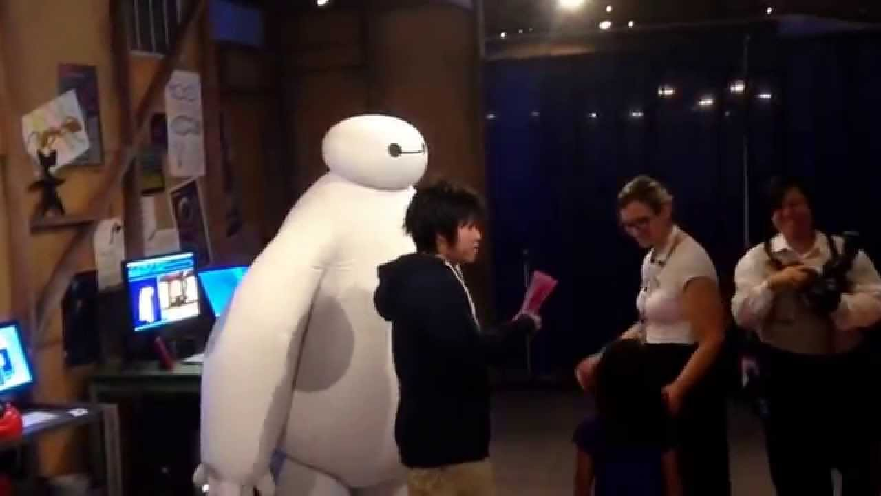 big hero six meet baymax at disneyland