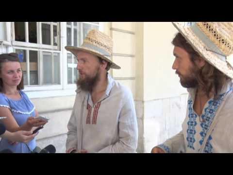 До Львова завітали відомі українські мандрівники, які пішки йдуть з Ужгорода до Харкова