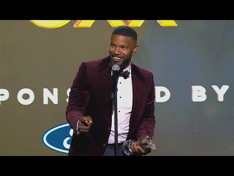 jamie-foxx-performs-'wanda'-&-kanye-west-impressions-in-hilarious-speech-|-urban-one-honors