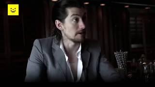 Alex Turner de Arctic Monkeys en entrevista para Sopitas.com