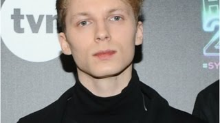"""Igor Herbut ma genialny głos! Zaśpiewał """"Scarlett"""" podczas Sylwestra na Placu Defilad [Hello 2017]"""