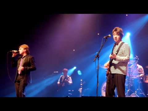 Bus Stop (Live) The Hollies