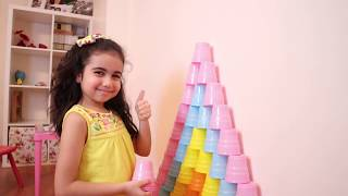 Şimal pretend play with colored cups and build a giant rainbow cup pryamid- Funny kids video