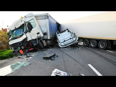 THE ULTIMATE TRUCK CRASH COMPILATION WITN NO LIGHT/SMALL TRUCKS    18+