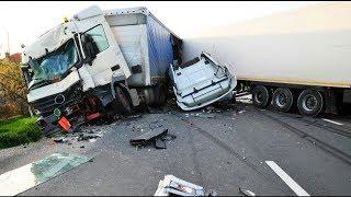THE ULT MATE TRUCK CRASH COMP LAT ON W TN NO L GHTSMALL TRUCKS   18