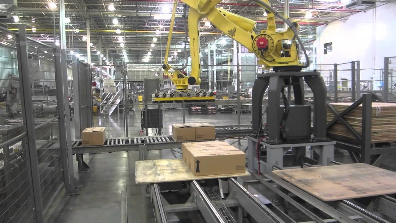 Material Handling Fanuc Robot For Case Palletizing In A