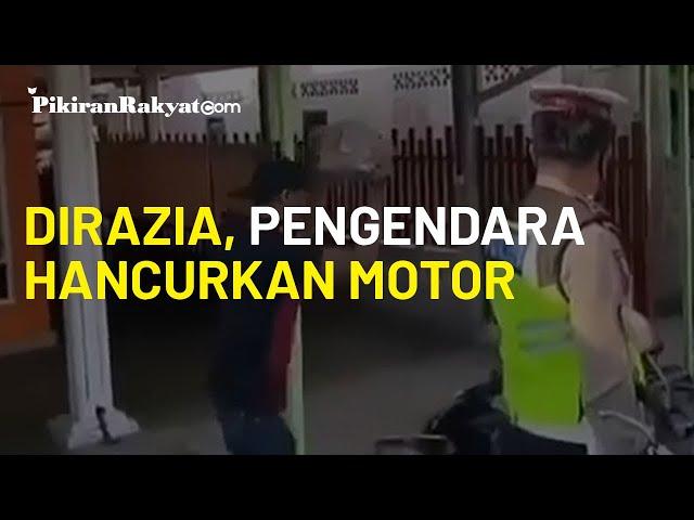Viral, Pengendara Hancurkan Motor Gunakan Batu saat Dirazia