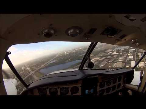 Pretty ! Piper Aztec PA-23 arrival to KFXE. GoPro , pilot's eye view.Head camera.