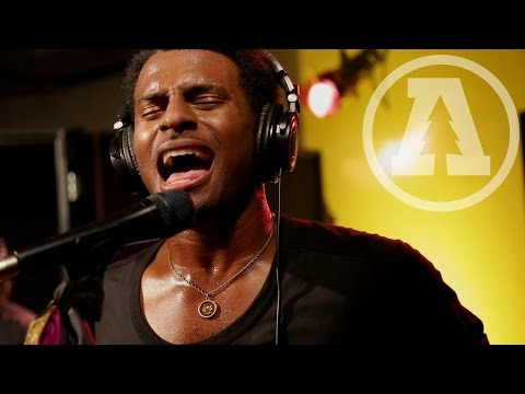 Con Brio - Kiss the Sun | Audiotree Live