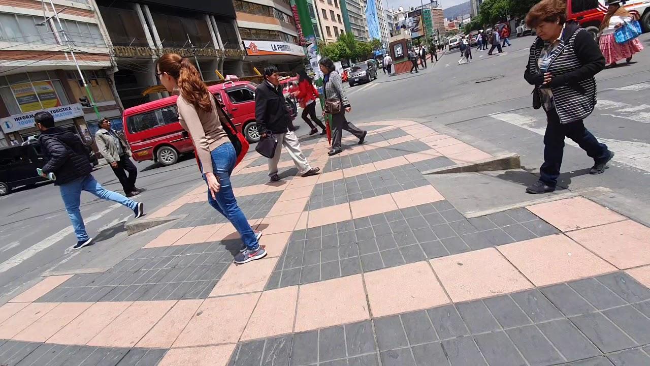 13 de noviembre de 2019, en El Prado de La Paz, hay gente y poco transito