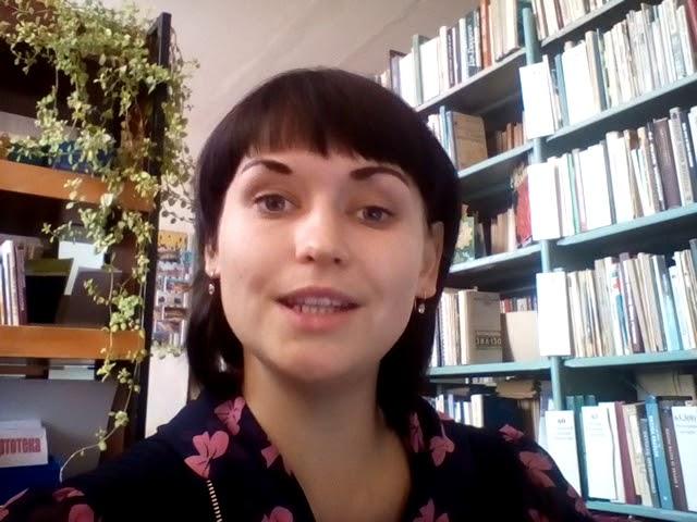 Изображение предпросмотра прочтения – АлинаТорчакова читает отрывок изпроизведения «Как хороши, как свежи были розы...» И.С.Тургенева