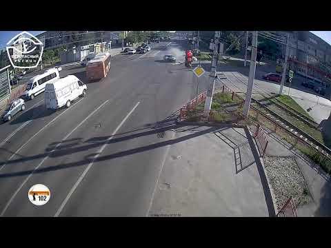 Появилось видео крупного ДТП на сложном перекрестке в Волгограде