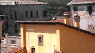 Tiburno.tv - Capena: sale sul tetto e minaccia di buttarsi, scende dopo 14 ore di paura