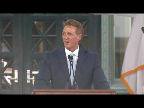 Jeff Flake delivers keynote address for Harvard Law School Class Day 2018