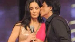 Katrina Kaif & Shahrukh Khan ignore each other at an award show