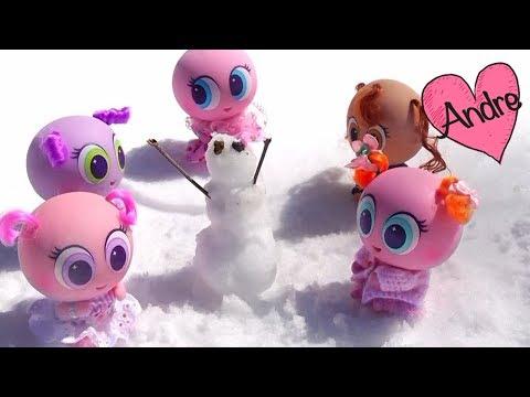 Super Mami Andre lleva a los casi meritos a la nieve | Jugando con bebes de juguete