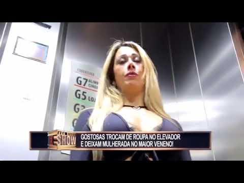 LUCU buka baju di Lift  tanpa malu