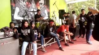 Download Video SENIMAN GADUNGAN - PUNK BARU (COVER CREWSAKAN) AT JOMBANG MP3 3GP MP4
