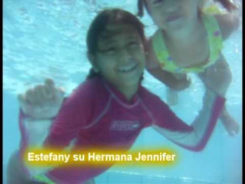 Ni a de 2 a os nadando bajo el agua aprende a bucear es for Imagenes de hoteles bajo el agua